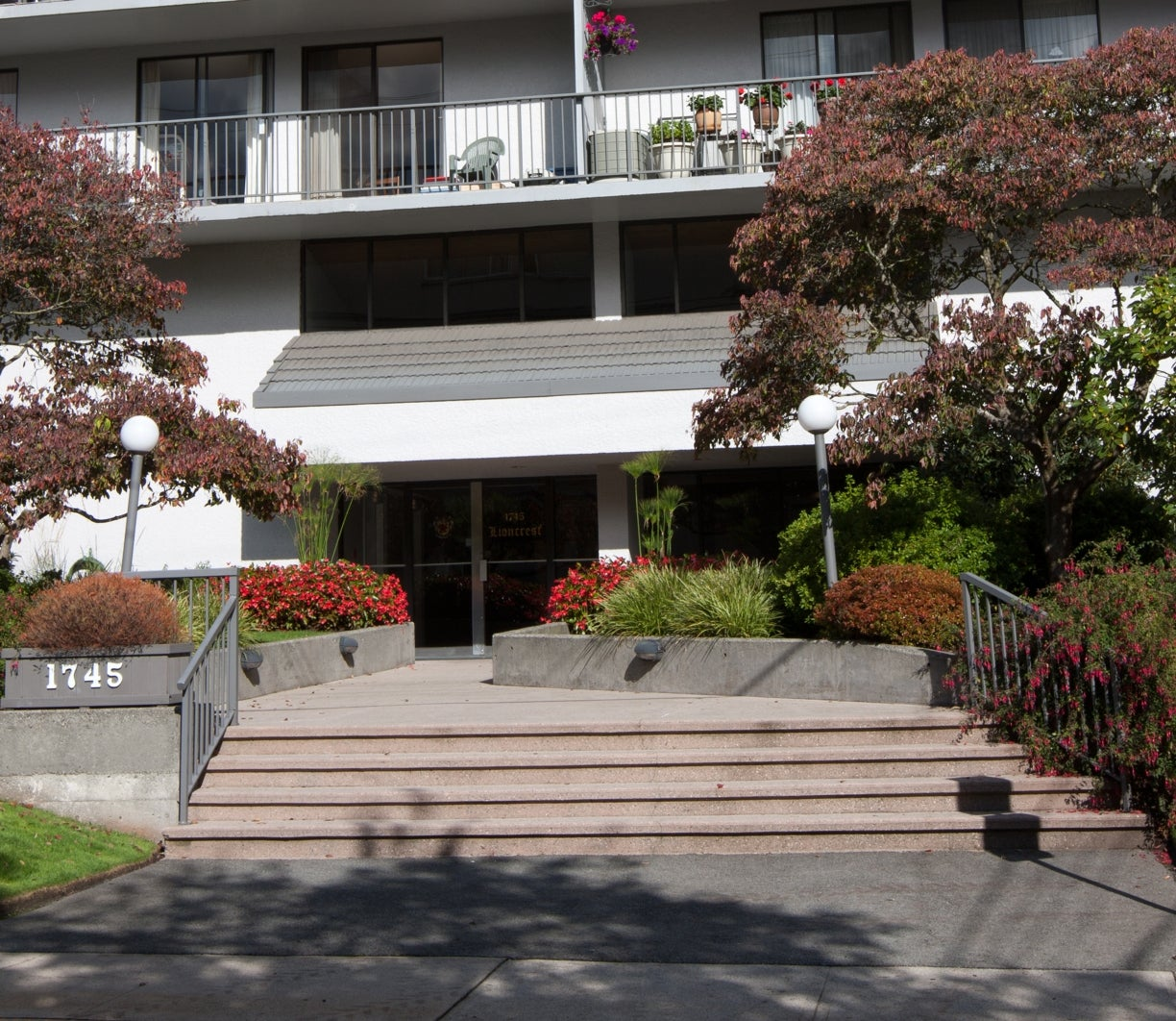 102 1745 ESQUIMALT AVENUE - Ambleside Apartment/Condo for sale, 1 Bedroom (R2115685) #1